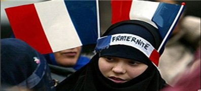 زندگی دشوار مسلمانان در فرانسه/ آزادی صوری است
